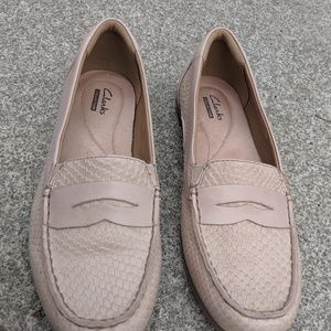 Clarks Nude Pink Leather Loafers Size 6M NWOT